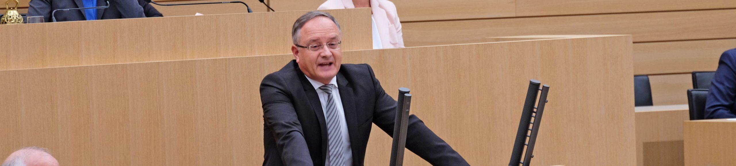 Fraktionsvorsitzender Andreas Stoch bei einer Rede im Landtag