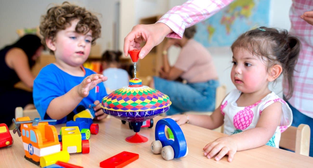 Kind Kinder Kita Erzieher Erzieherin frühkindliche Bildung Kindergarten Kindertagesstätte
