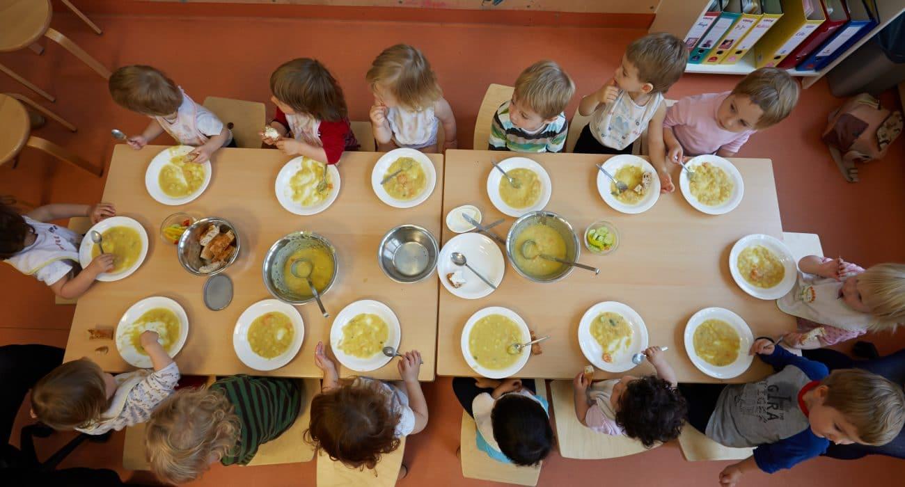 Kita Kindertagesstätte Kindergarten frühkindliche Bildung Erzieherin Kind Kinder