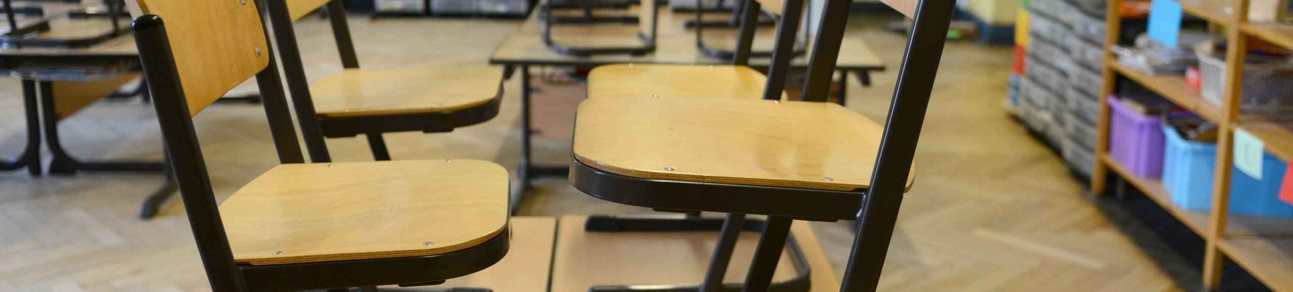 Lehrermangel Schule Schulstühle