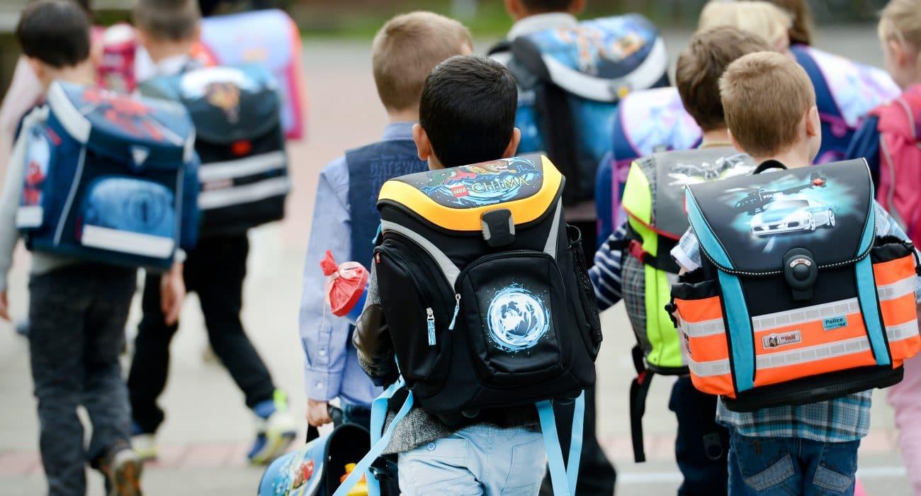Schulkinder Schulweg Kind Kinder Schule