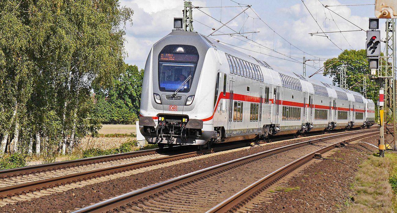 IC ICE InterCity Zug DB Bahn Verkehr