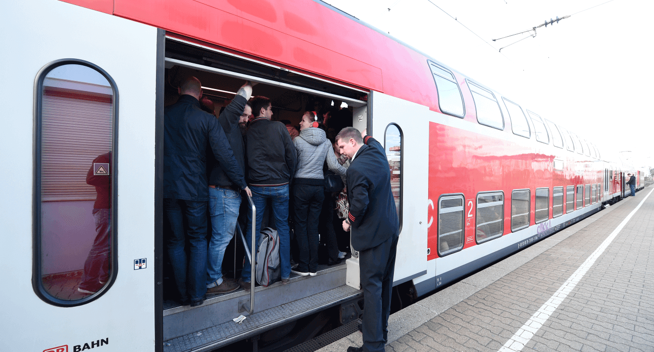 Verkehr Zug DB Bahn